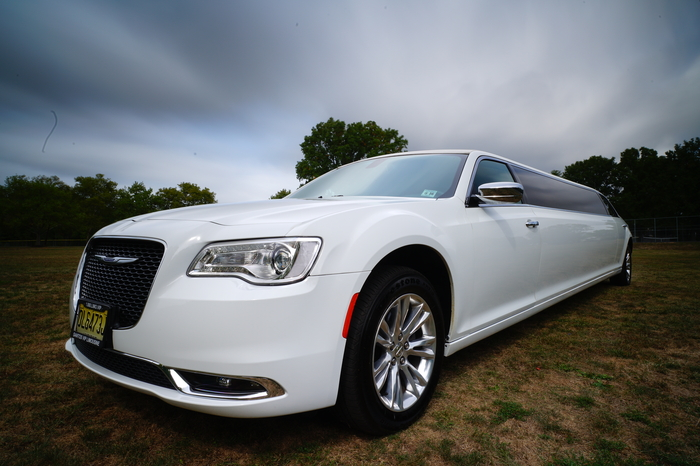 Chrysler 300 Limo 10P by Santos VIP Limousine | New Jersey Weddings