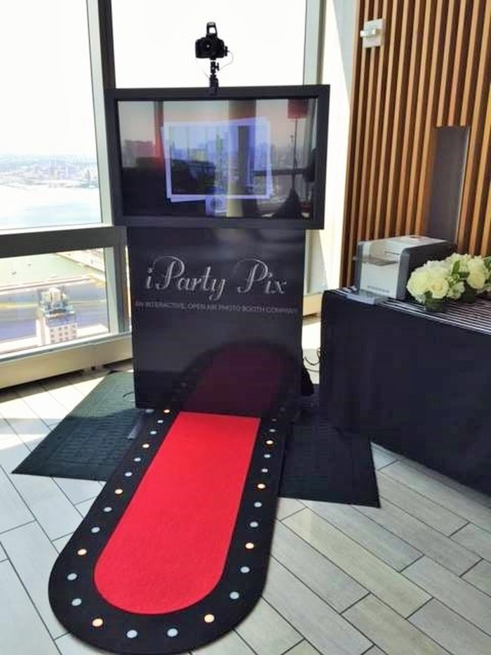 iParty Pix: Photobooth Entertainment For Wedding Guests