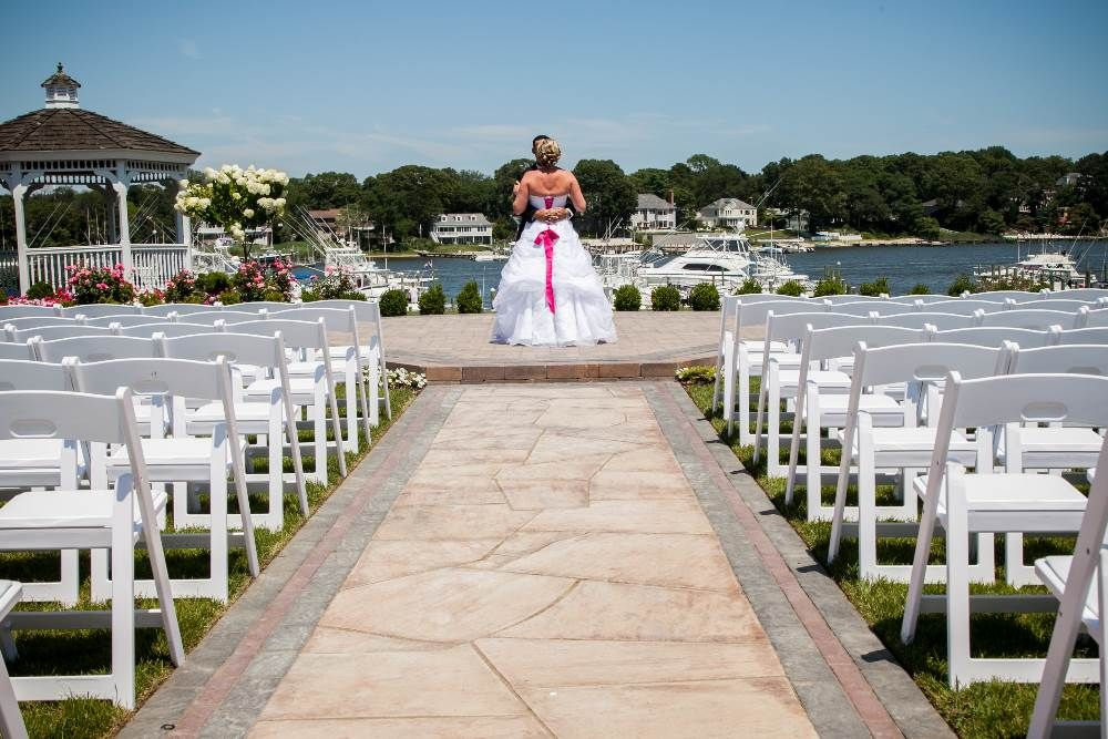 Crystal Point Yacht Club: Grounds & Gardens For Your Wedding